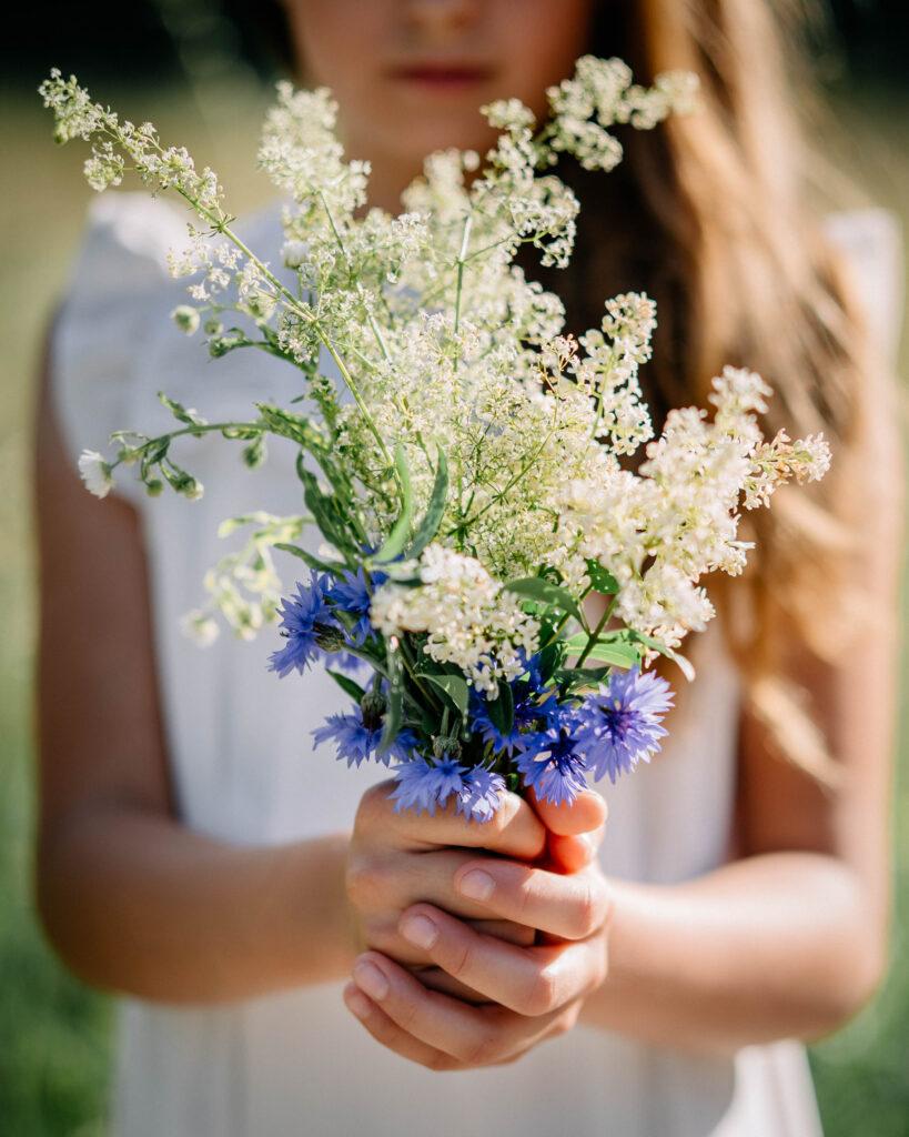 kwiaty sesja dziecięca