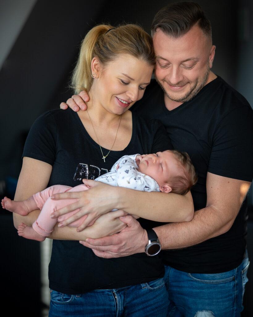 rodzinna sesja z noworodkiem Oława
